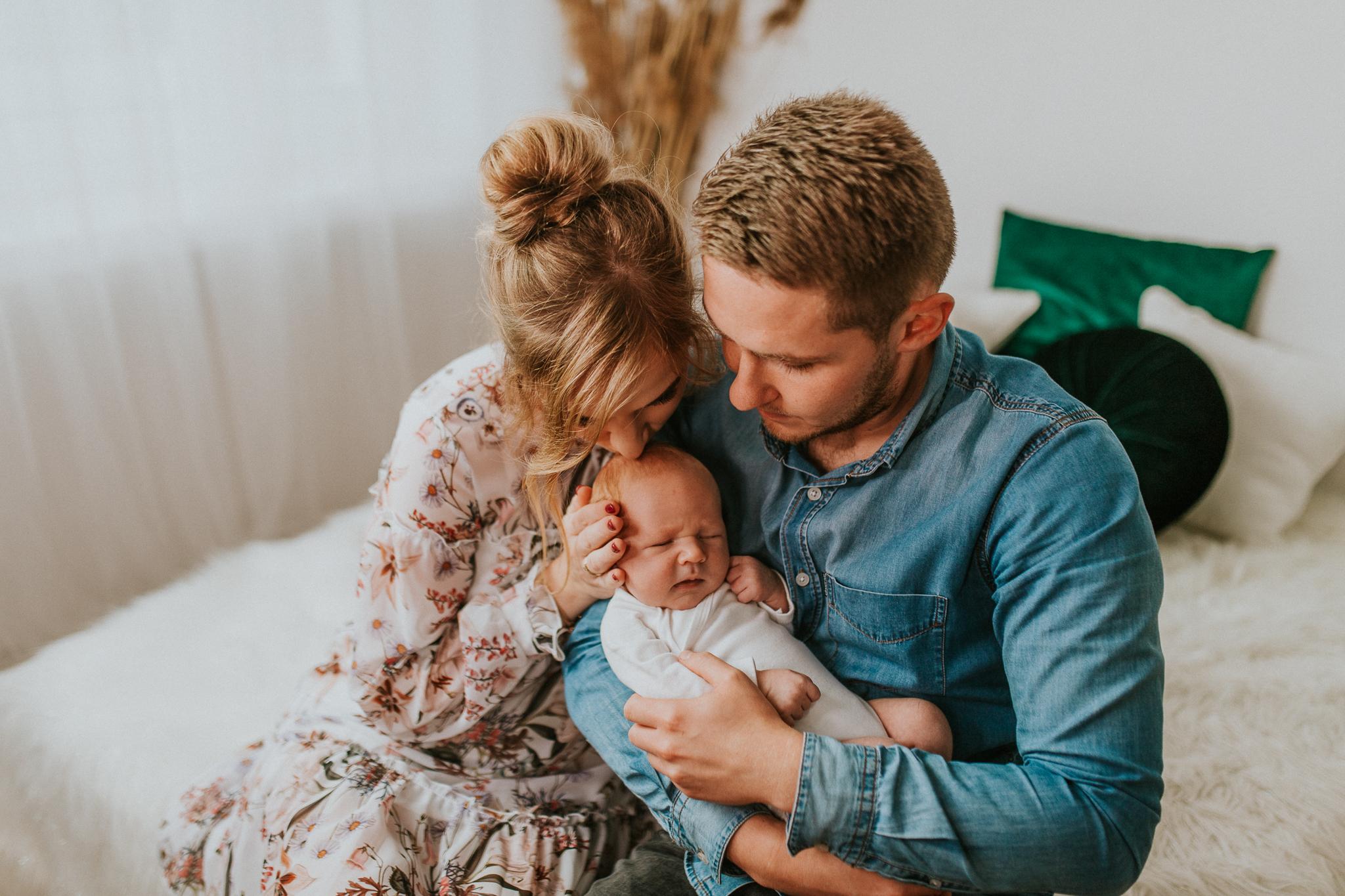 Sesja noworodkowa rodzinna Tymon Monika i Mateusz NET-105