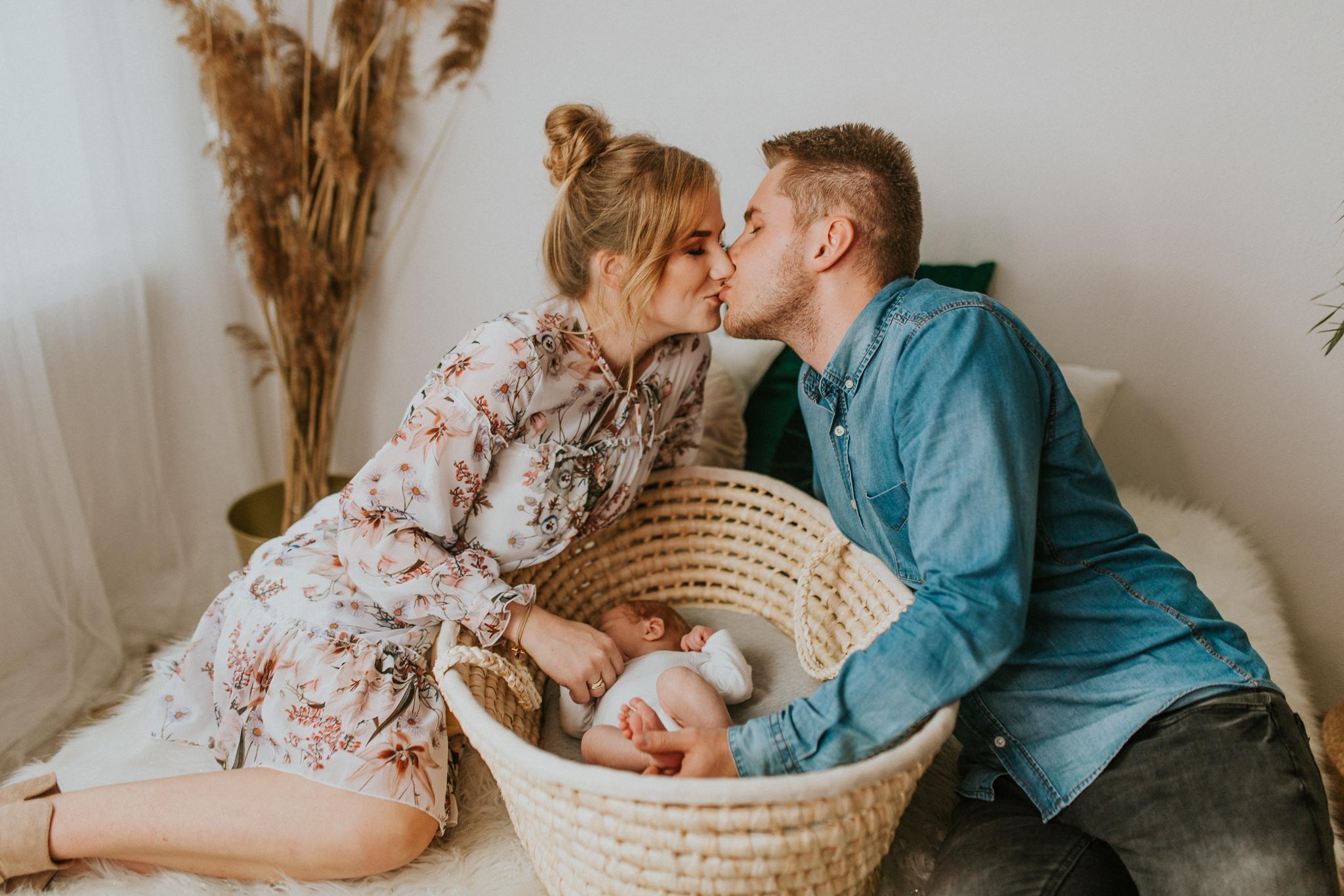 Sesja noworodkowa rodzinna Tymon Monika i Mateusz NET-119