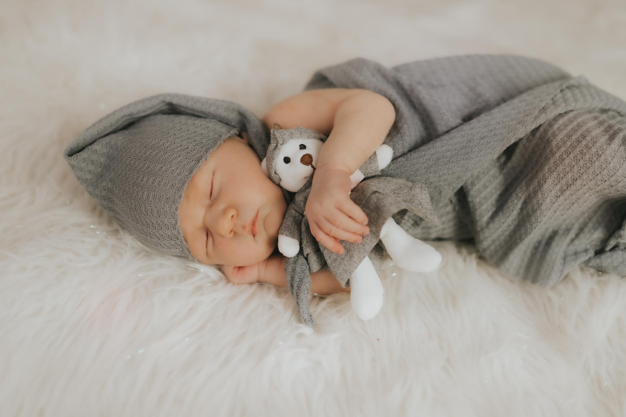 Sesja noworodkowa rodzinna Tymon Monika i Mateusz NET-138