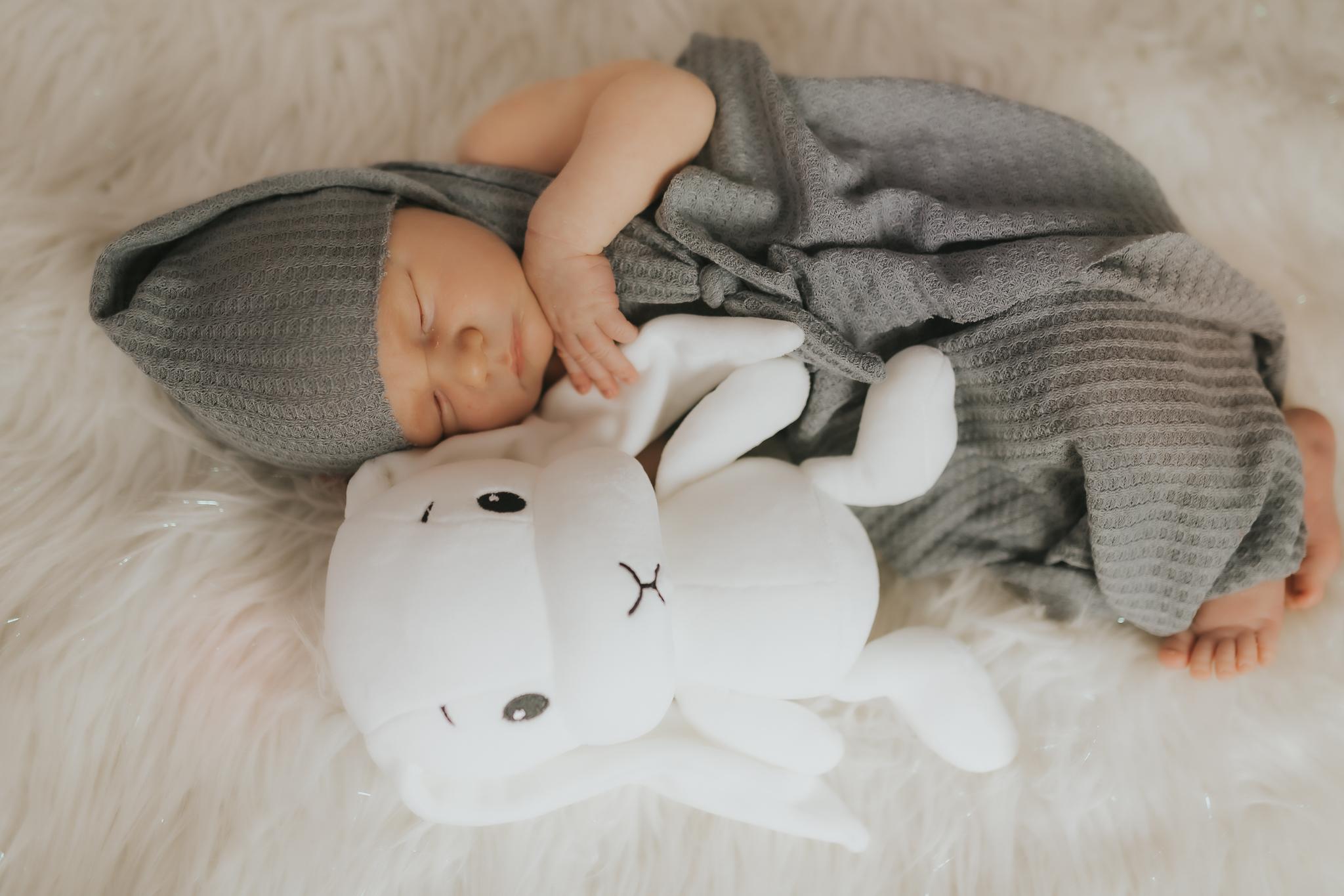 Sesja noworodkowa rodzinna Tymon Monika i Mateusz NET-140