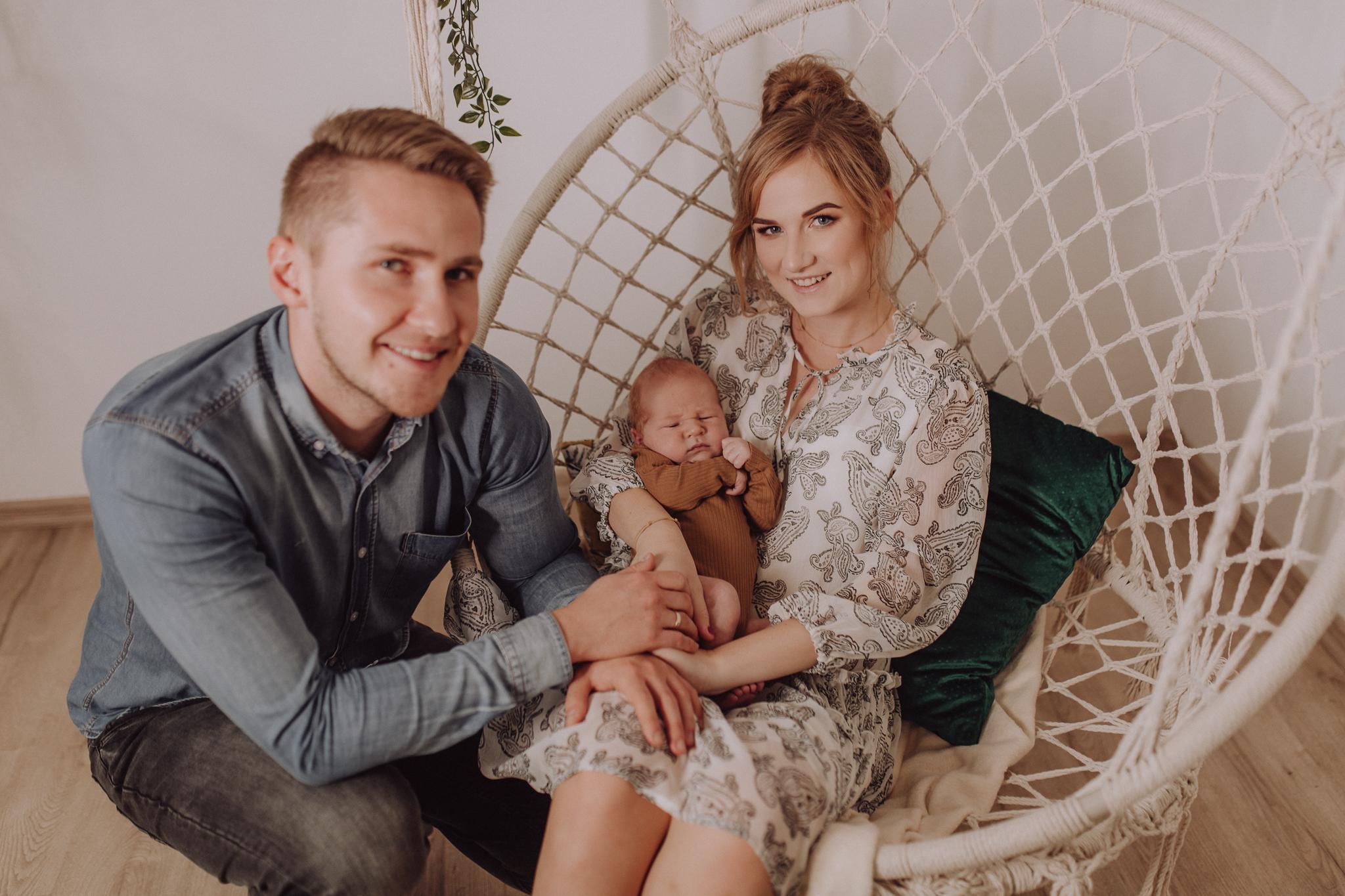 Sesja noworodkowa rodzinna Tymon Monika i Mateusz NET-157