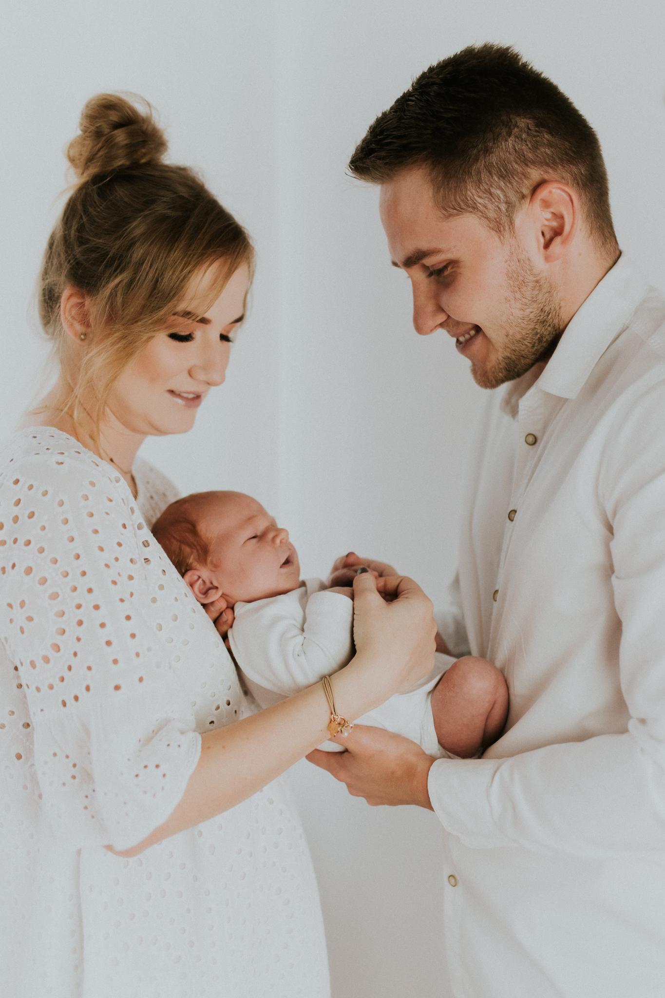 Sesja noworodkowa rodzinna Tymon Monika i Mateusz NET-4