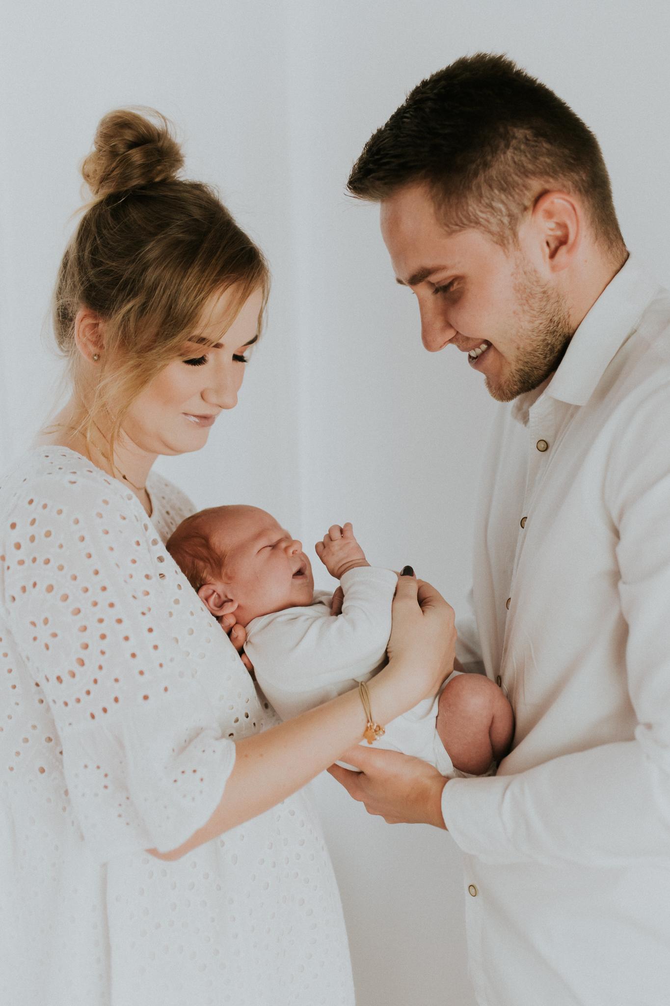 Sesja noworodkowa rodzinna Tymon Monika i Mateusz NET-5