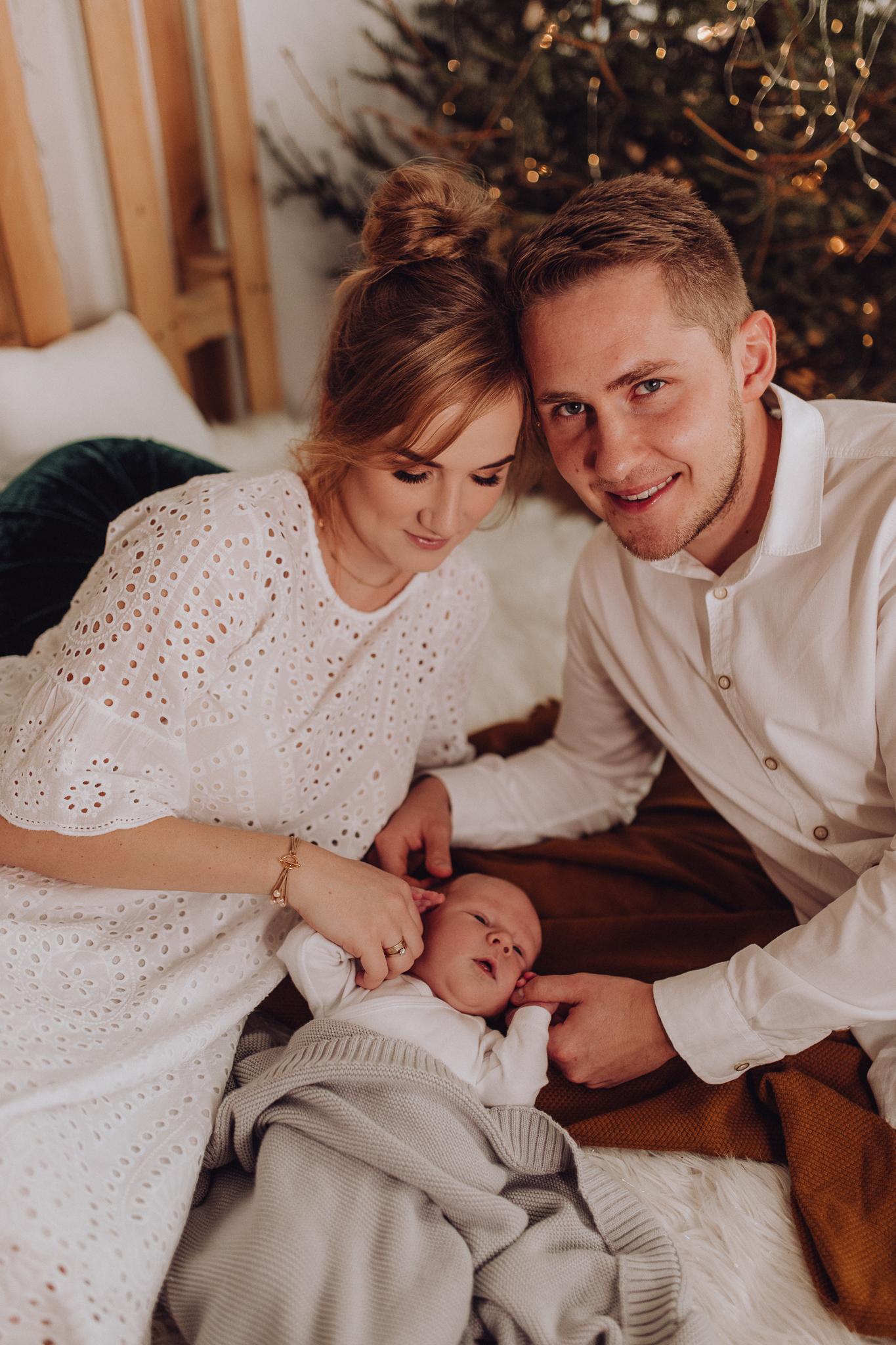Sesja noworodkowa rodzinna Tymon Monika i Mateusz NET-62