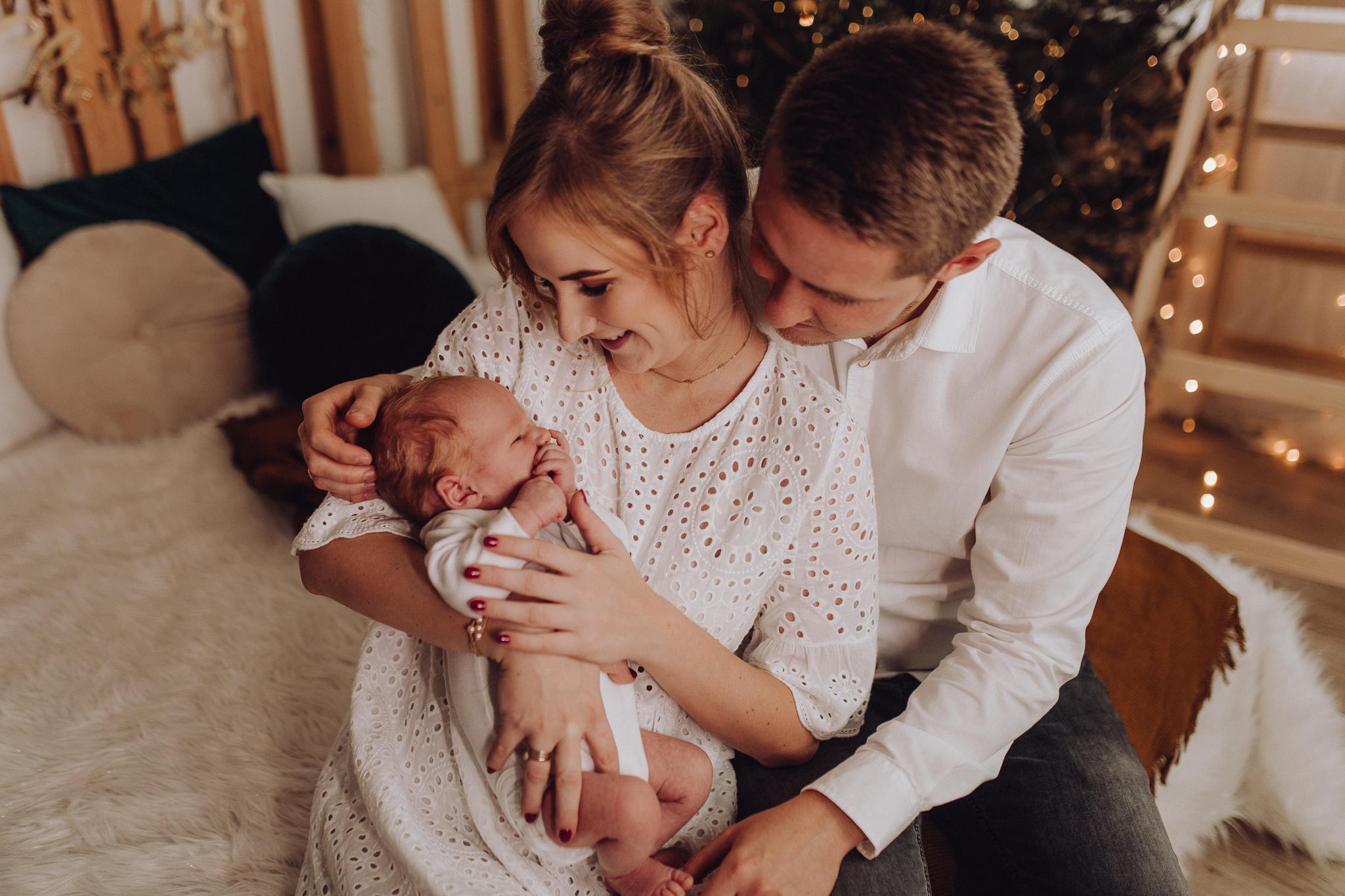 Sesja noworodkowa rodzinna Tymon Monika i Mateusz NET-76