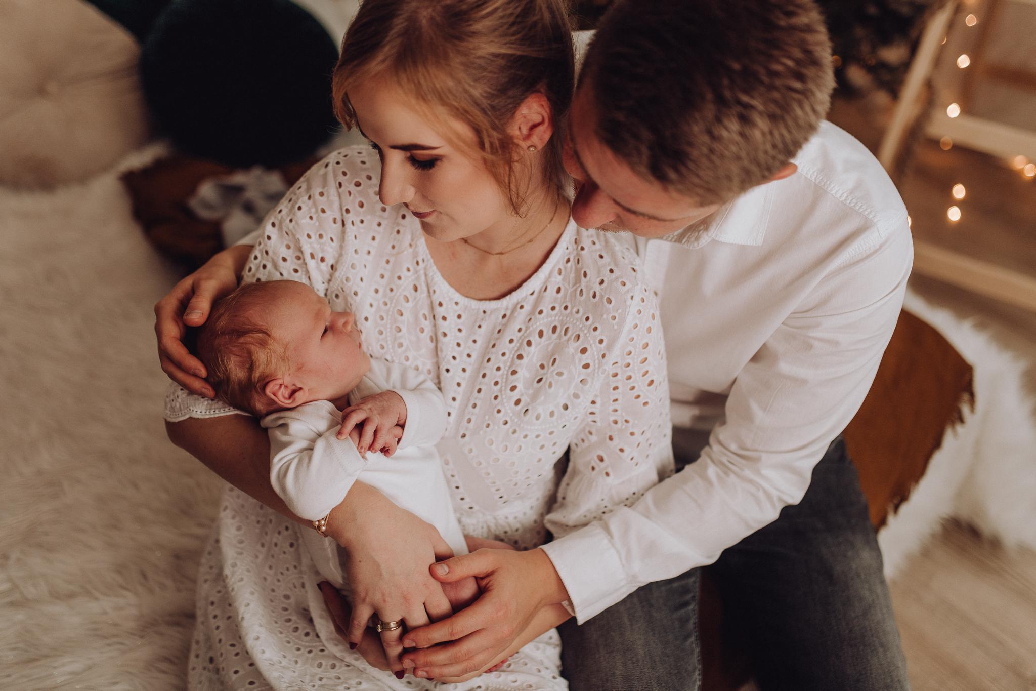 Sesja noworodkowa rodzinna Tymon Monika i Mateusz NET-77