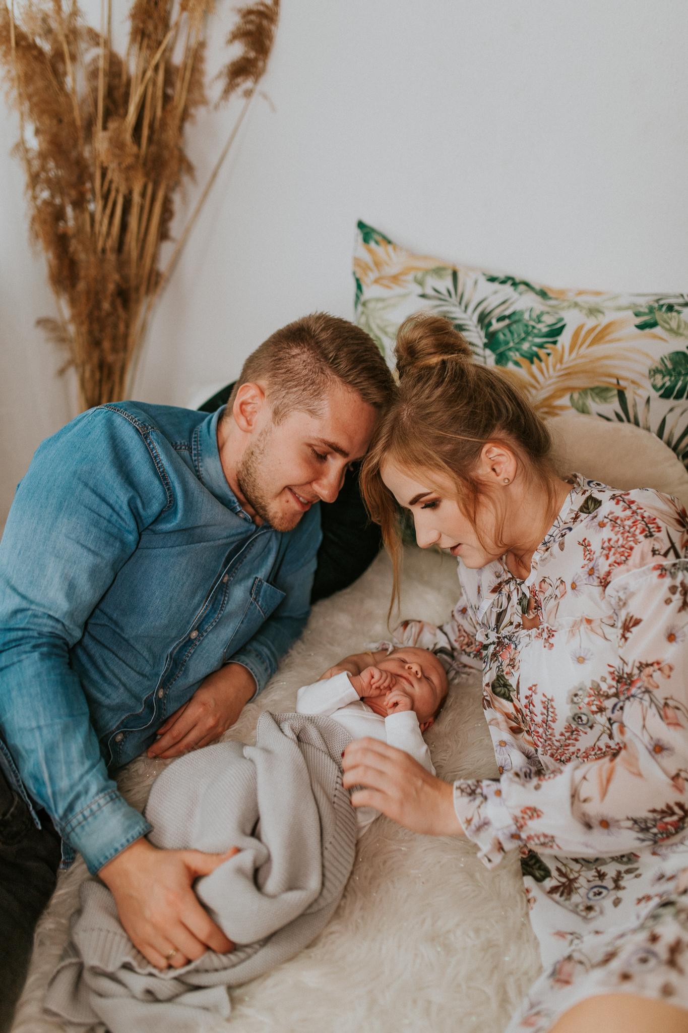 Sesja noworodkowa rodzinna Tymon Monika i Mateusz NET-86