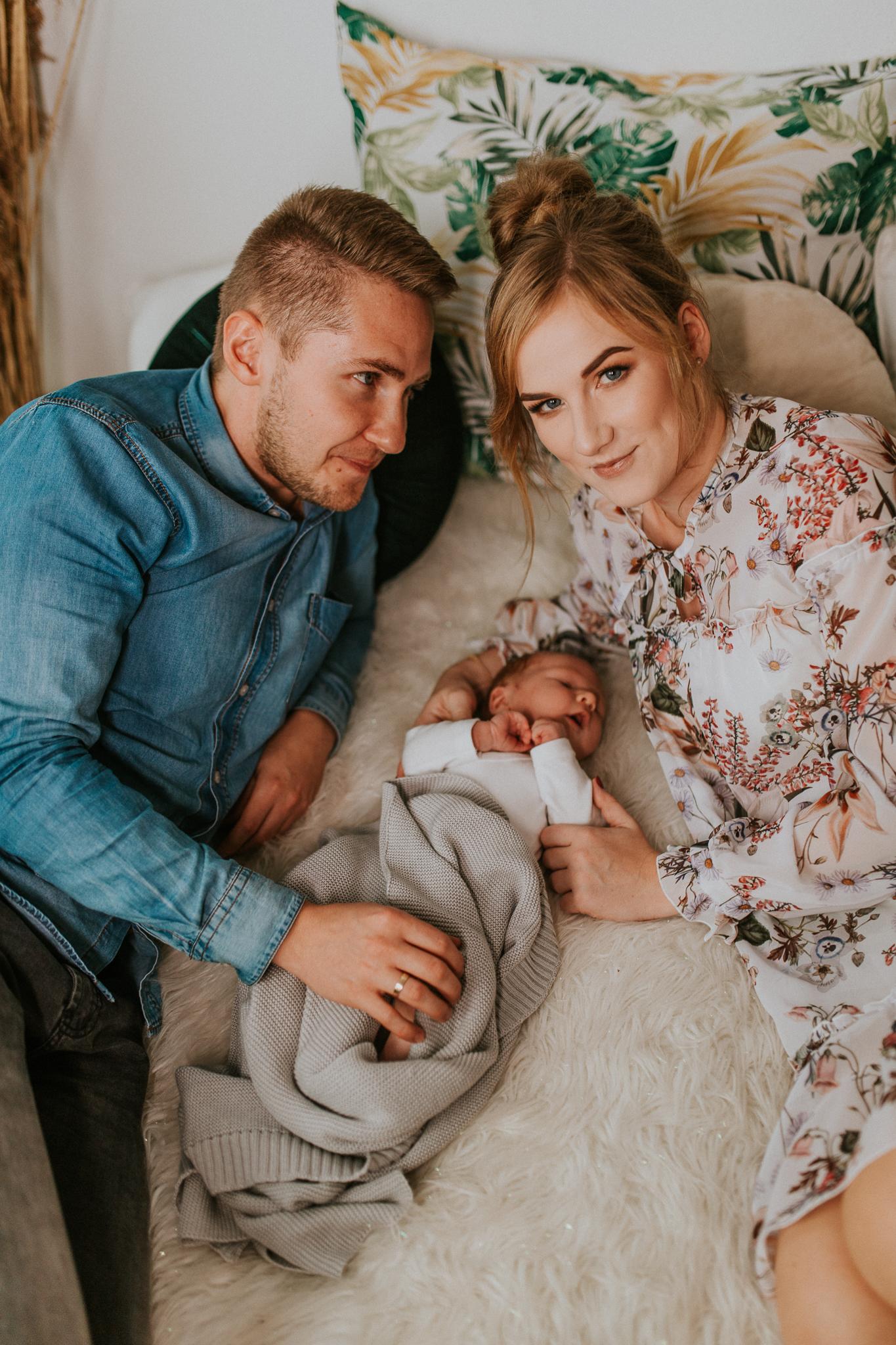 Sesja noworodkowa rodzinna Tymon Monika i Mateusz NET-87