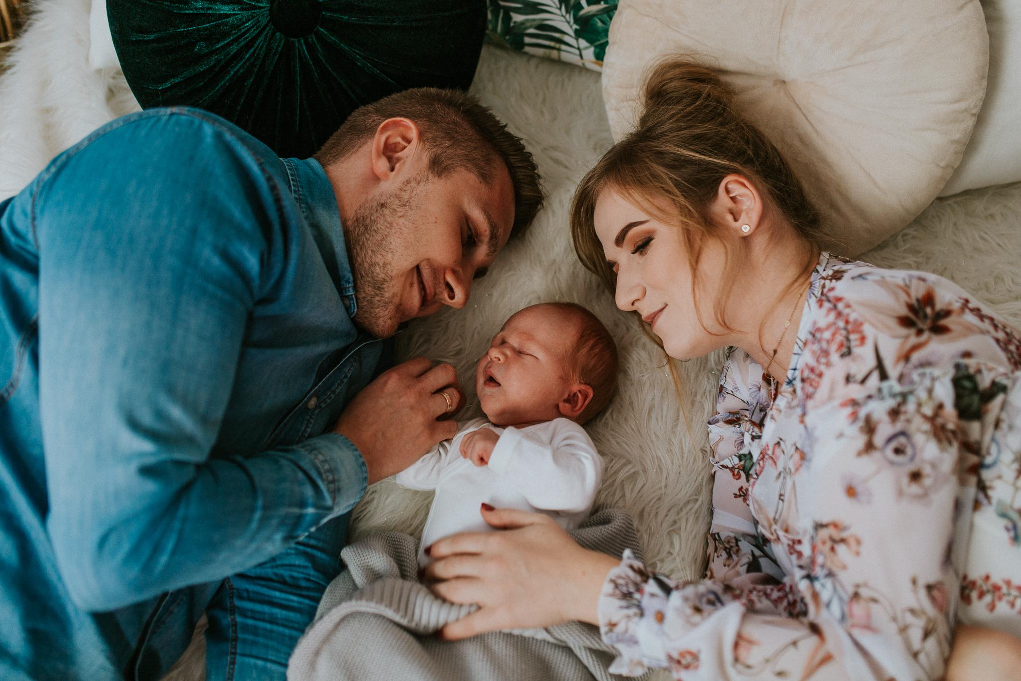 Sesja noworodkowa rodzinna Tymon Monika i Mateusz NET-90