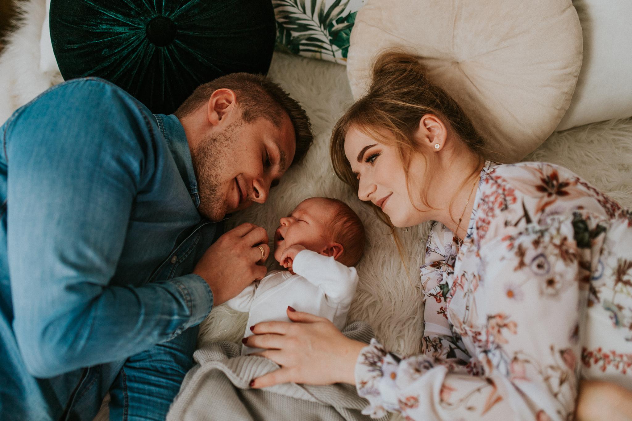Sesja noworodkowa rodzinna Tymon Monika i Mateusz NET-91