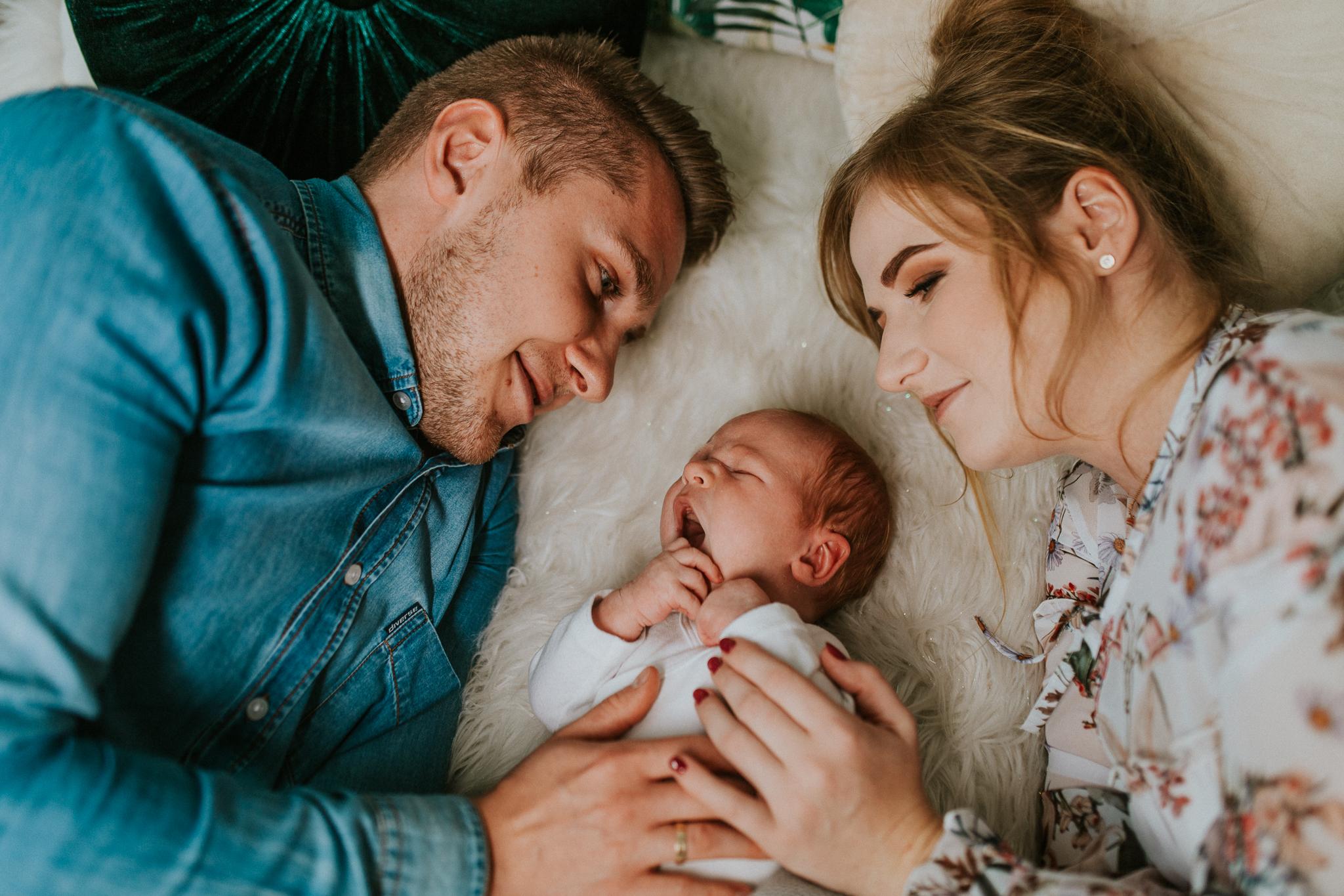 Sesja noworodkowa rodzinna Tymon Monika i Mateusz NET-92