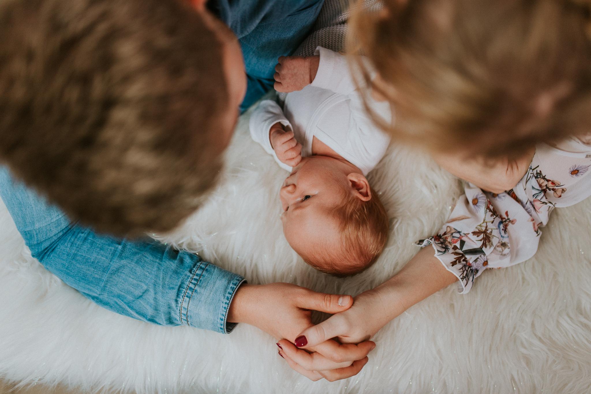 Sesja noworodkowa rodzinna Tymon Monika i Mateusz NET-96
