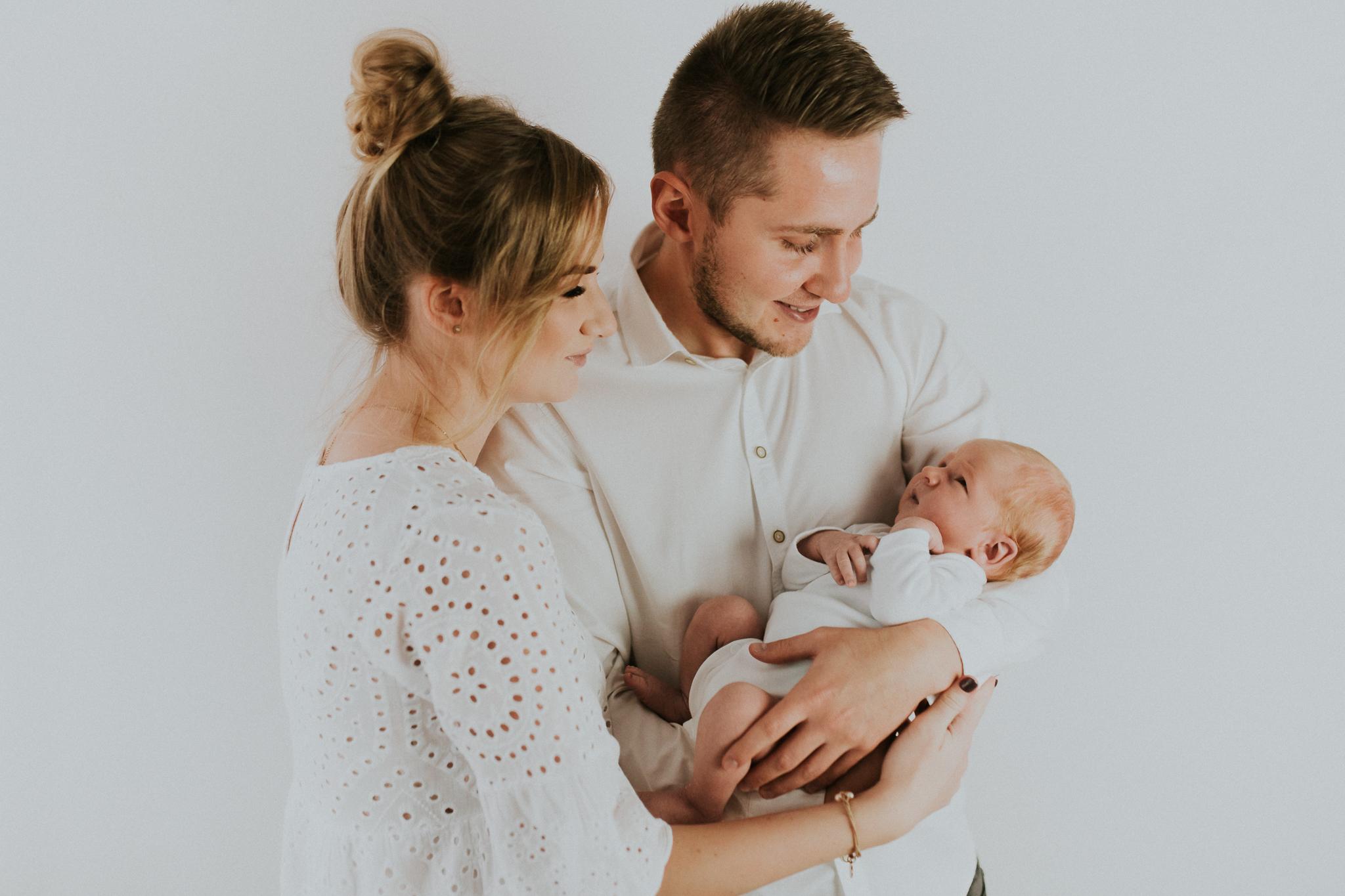 Sesja noworodkowa rodzinna Tymon Monika i Mateusz NET